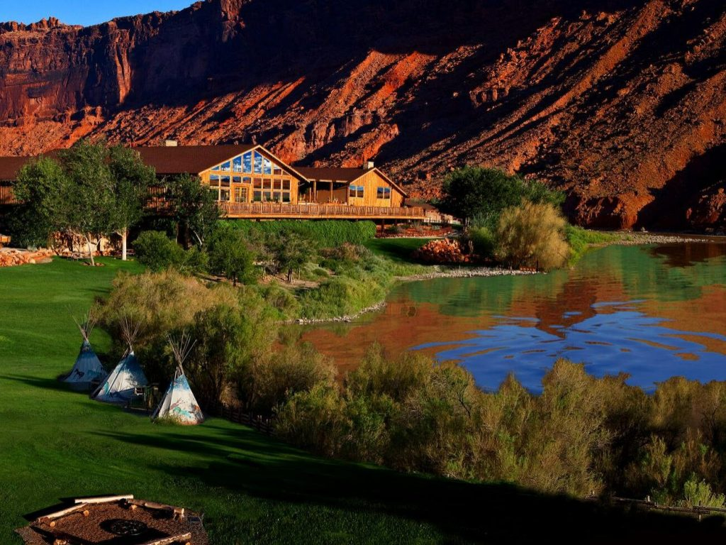 The Red Cliffs Lodge